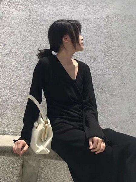 纽束女装品牌新款V领气质法式桔梗针织连衣裙