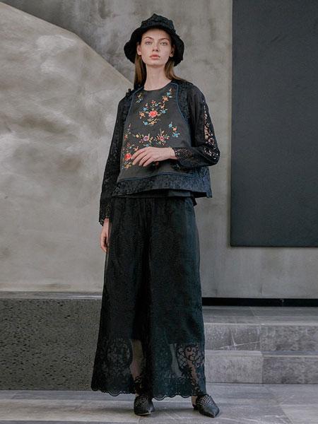 轮廓女装品牌2019春夏背心原创复古绣花拼接短款小马甲