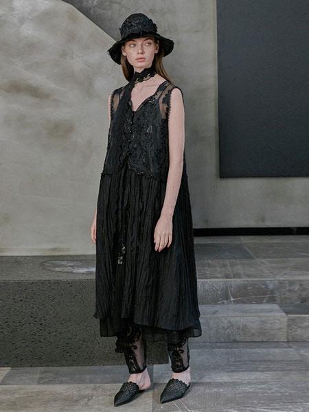轮廓女装品牌2019春夏中长款原创复古绣花宽松背心裙