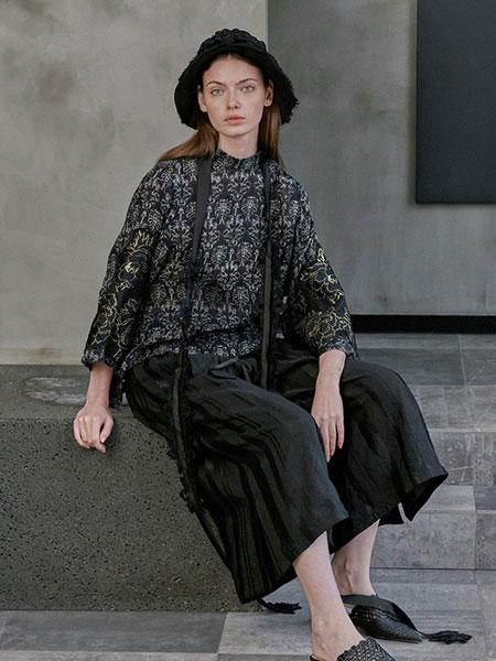 轮廓女装品牌2019春夏印花t恤女复古绣花拼接亚麻上衣