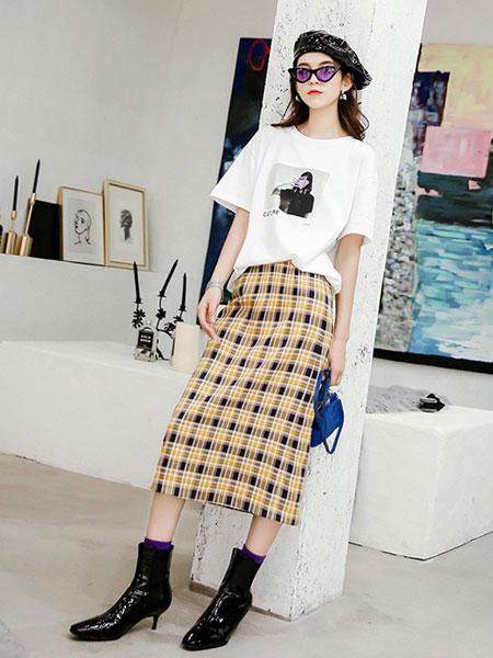 七格格女装品牌2019春夏新款格子短袖时尚两件套半身裙