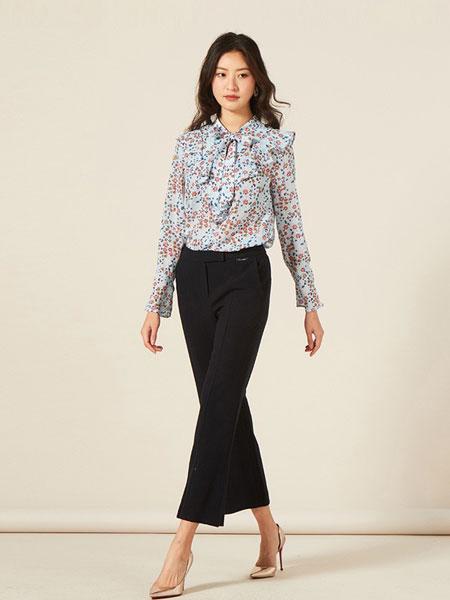 罗燕Roem女装品牌2019春夏新款森系优雅喇叭袖领带碎花淑女衬衫