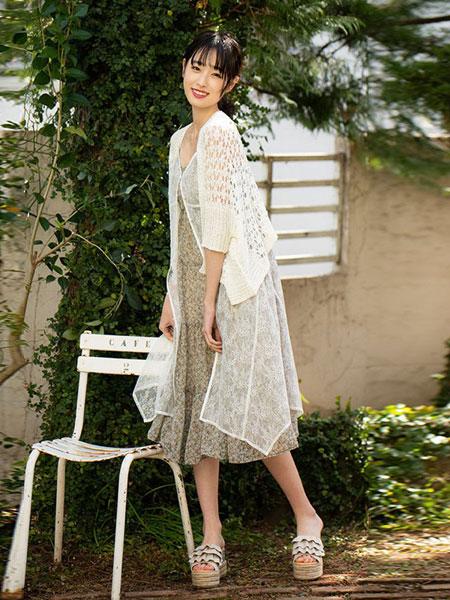 Dazzlin女装品牌2019春夏新款甜美淑女气质镂空钩花长款开衫针织衫
