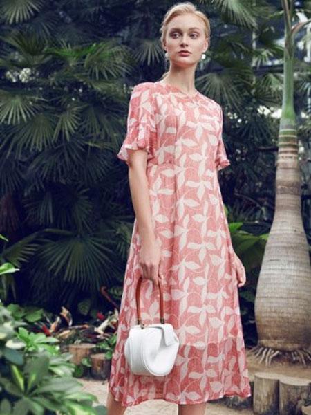 纤QIAN女装品牌2019春夏新款优雅粉色印花显瘦连衣裙