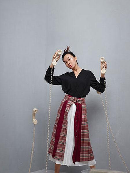 伊可爱女装品牌2019春季新款时尚OL简约V领纯色打底上衣长袖雪纺干练衬衫