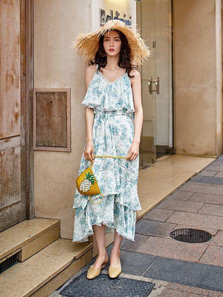 搜美女装品牌2019春夏新款荷叶边高腰吊带连衣裙