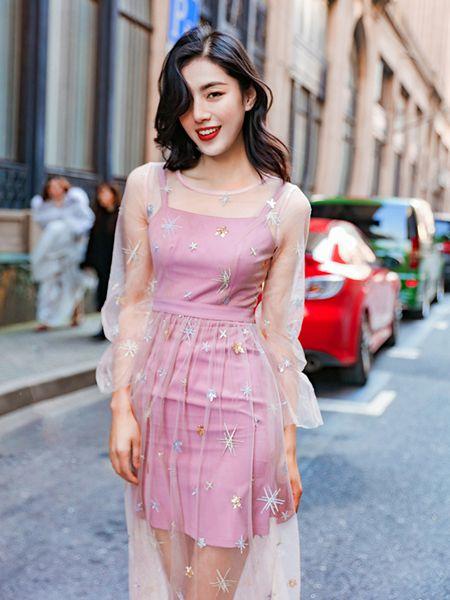 搜美女装品牌2019春夏甜美气质连衣裙两件套粉色纱裙
