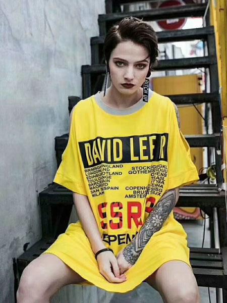 芝麻E柜女装品牌2019春夏新款潮个性印花宽松圆领短袖T恤