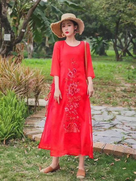 芝麻E柜女装品牌2019春夏新款中国风刺绣宽松修身连衣裙中长款
