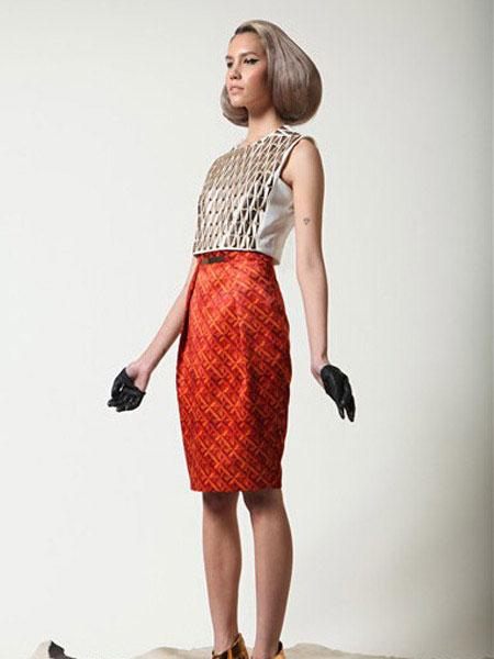 TUBEGALLERY女装品牌2019春夏新款收腰提臀半裙短款花色修身棉质半身裙