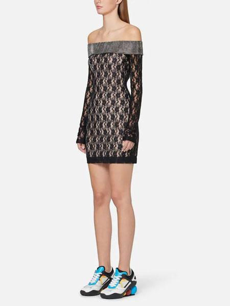 Christopher Kane克里斯托弗·凯恩女装品牌2019春夏性感蕾丝长袖一字肩短裙