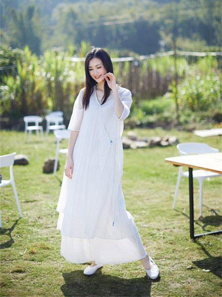 伊荷佳人女装品牌2019春夏新款文艺气质复古中长款连衣裙