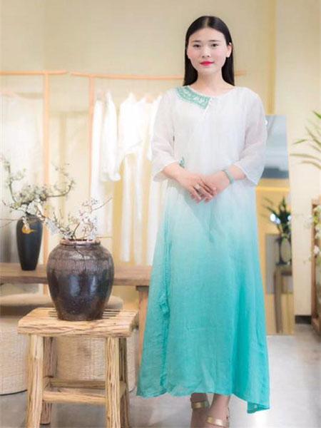 伊荷佳人女装品牌2019春夏新款文艺时尚复古中长款连衣裙