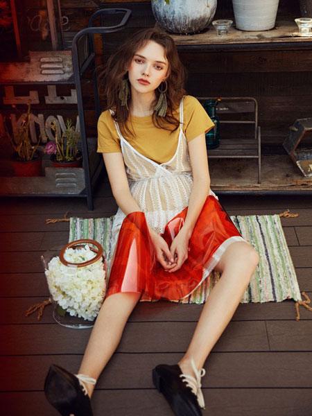 SR女装品牌2019春夏新款学院风百搭圆领T恤打底超仙蕾丝吊带连衣裙休闲套装