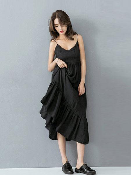 欧蕾芭女装品牌2019春夏新款时尚休闲黑色吊带露背连衣裙