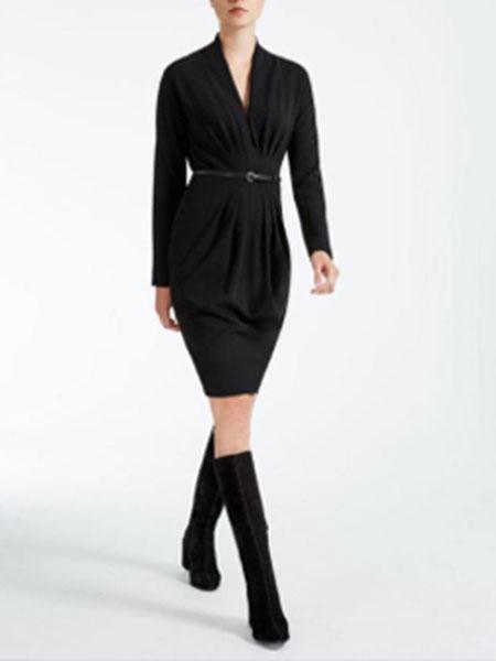玛丝图女装品牌新款法式复古冷淡风中长款修身皱褶连衣裙