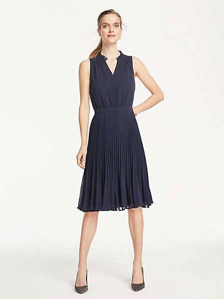 Ann Taylor安·泰勒女装品牌2019春夏新款修身显瘦V领印花连衣裙