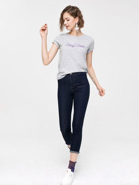 班尼路休闲品牌2019春夏新款潮流圆领字母印花短袖T恤