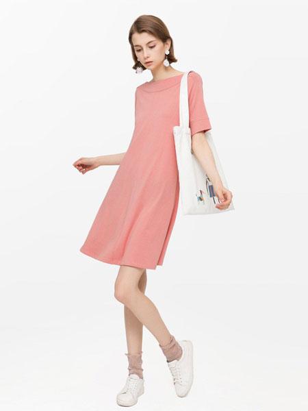 班尼路休闲品牌2019春夏新款一字领纯色连衣裙甜美五分袖A字裙