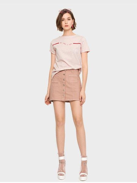 班尼路休闲品牌2019春夏新款潮流单排扣牛仔半身包臀裙