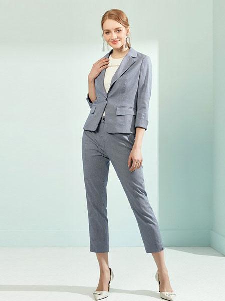 娜尔思女装品牌2019春夏短款弹力细条纹一粒扣休闲西装