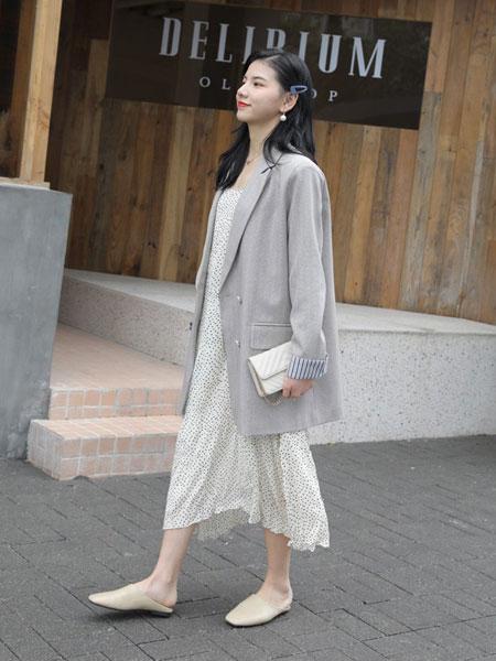 爱马丁女装品牌2019春夏新款韩版休闲小西装+波点吊带长裙