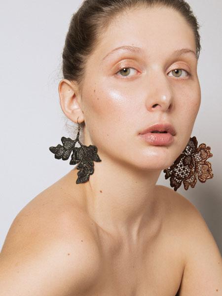 Behnaz Sarafpour博纳茨·萨拉弗珀尔潮流饰品品牌2019春夏新款时尚简约个性百搭耳环