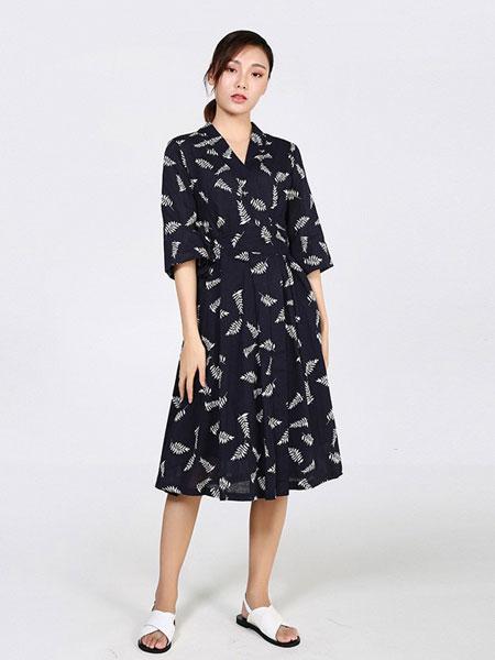 因为女装品牌2019春夏新款复古v领印花森系文艺高腰显瘦长款连衣裙