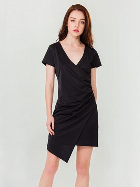 达丽坊女装品牌2019春夏新款感深V领黑色连衣裙通勤简约气质显瘦小黑裙