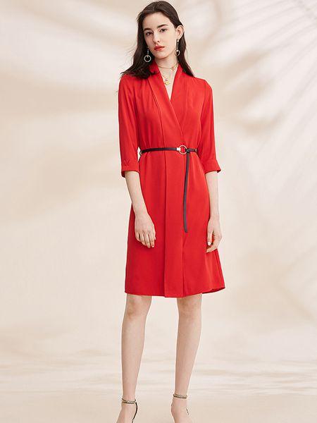 春美多女装品牌2019春夏红色七分袖v领a字连衣裙