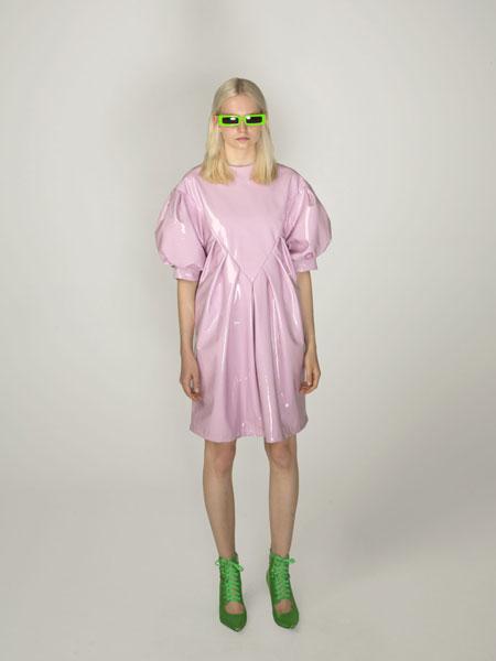 Annakiki女装品牌2019春夏新款简约复古粉色小圆领泡泡短袖度假连衣裙