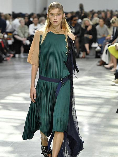 Sacai女装品牌2019春夏新款时尚宽松复古不规则连衣裙