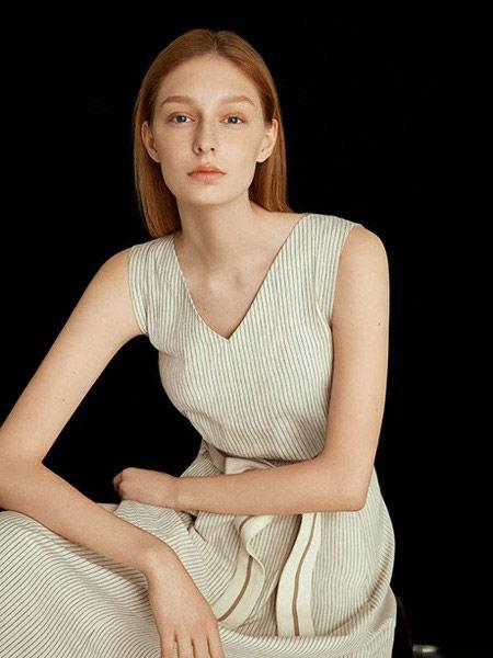 卡利亚里女装品牌2019春夏新款V领长款修身时尚针织背心裙内搭吊带裙港味连衣裙