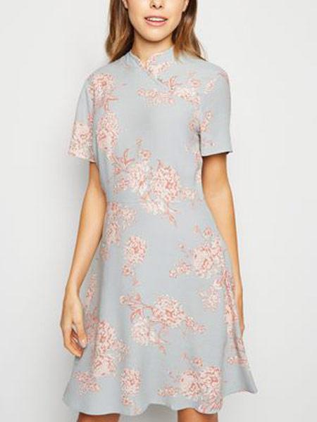 新风貌女装品牌2019春夏新款复古修身印花刺绣洋装中长短款连衣裙