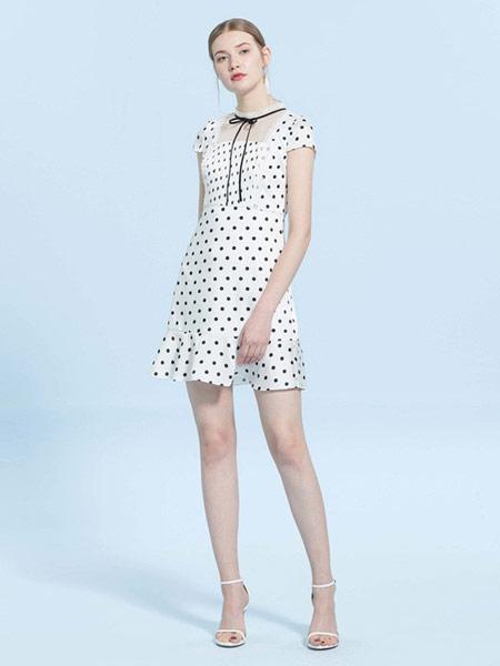 CAROLINE卡洛琳女装品牌2019春夏新款波点系带蕾丝拼接连衣裙