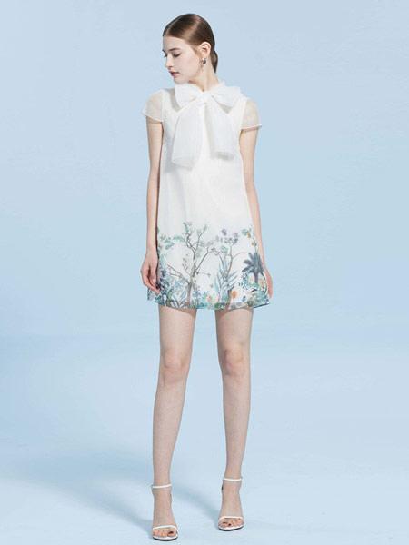 CAROLINE卡洛琳女装品牌2019春夏新款网纱系带拼接印花连衣裙