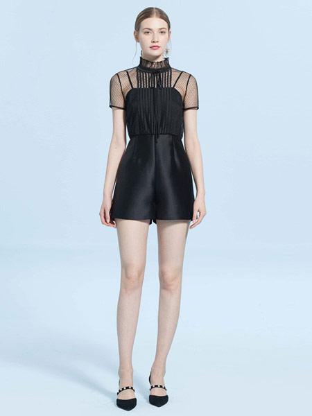 CAROLINE卡洛琳女装品牌2019春夏新款拼接花边领糖果色连体短裤