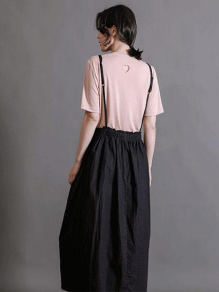齐�K女装品牌2019春夏新款时尚简约百搭短袖纯色T恤+细带卷腰修身中长款背带裙 套装