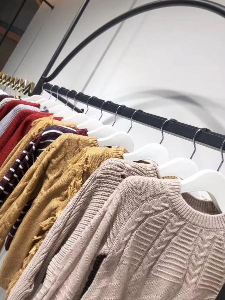 DG针织毛衣品牌折扣童装批发,汉正街针织毛衣尾货清仓