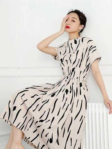 依琳勒芙女装品牌2019春夏新款韩版冷淡风简约连衣裙中长款高腰无袖黑白条纹裙