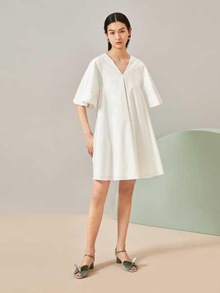 OVV女装品牌2019春夏新款时尚V领设计宽大衣袖简约风格短袖连衣裙