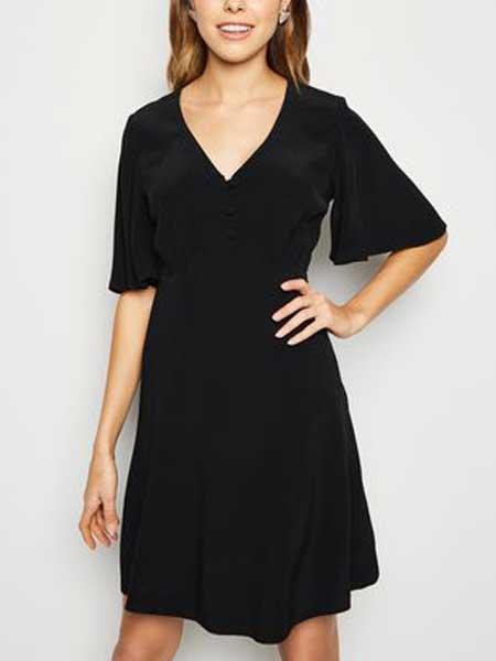 Charlotte Russe女装品牌2019春夏新款V领连衣裙收腰显瘦雪纺短袖黑色修身通勤