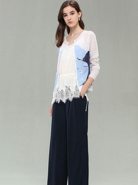 CARBAMMI卡邦尼女装品牌2019春夏新款蕾丝拼接宽松显瘦后开叉透视镂空衫潮