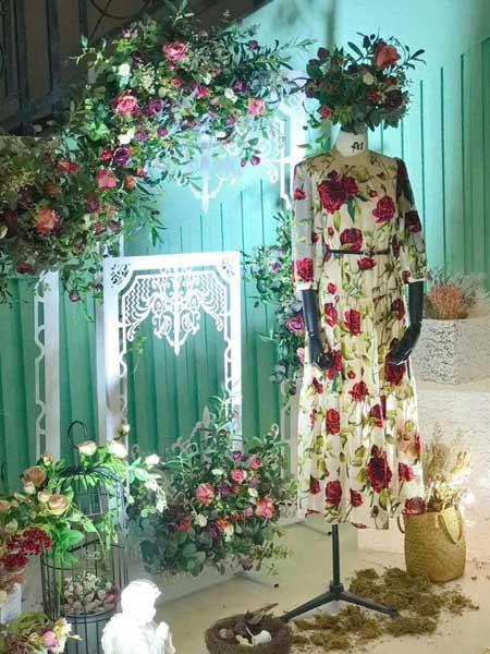 慕西 - MXIXILANG女装品牌新款时尚印花飘逸大裙摆度假海边长袖长裙