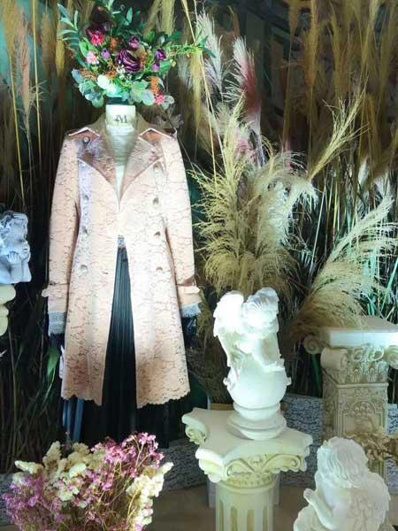 慕西 - MXIXILANG女装品牌新款时尚翻领长袖系带收腰长款外套