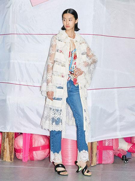 乌丫女装品牌2019春夏时髦蕾丝刺绣喇叭袖针织连衣裙