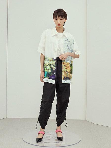 乌丫女装品牌2019春夏趣味条装饰休闲衬衫