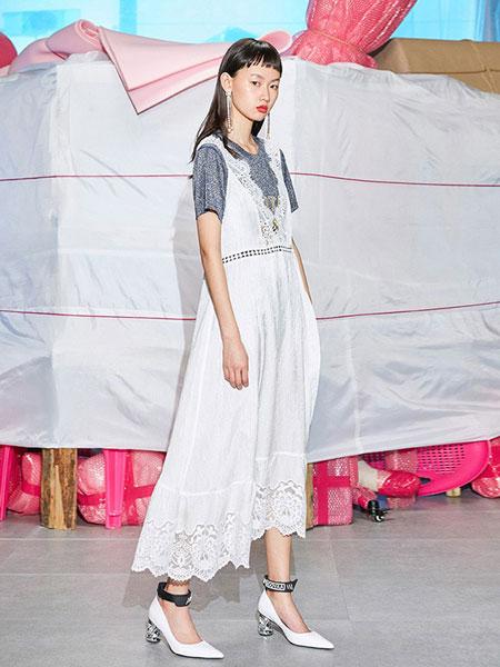 乌丫女装品牌2019春夏拼接蕾丝花边吊带深V休闲连衣裙