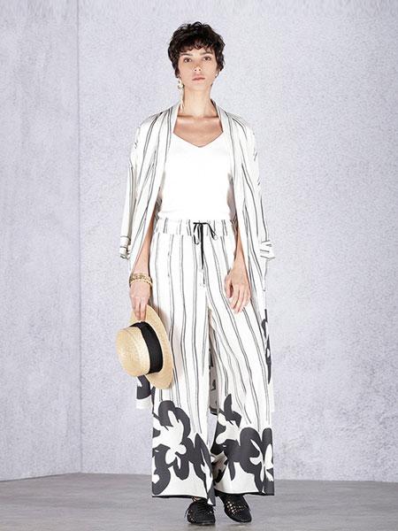 天纳吉儿女装品牌2019春夏新品H廓形印花睡衣式风衣外套