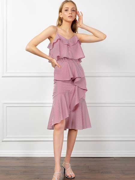 J.ING LIMITED女装品牌2019春夏新款性感大码遮肚子显瘦粉色吊带连衣裙